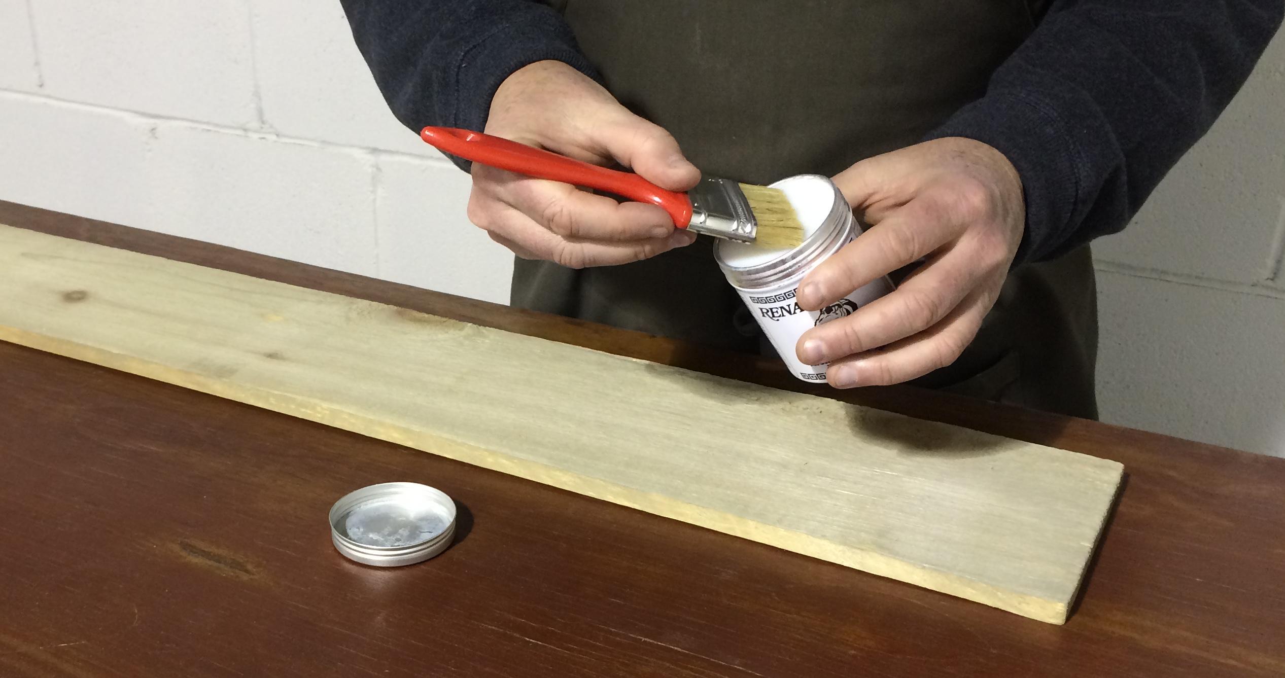 Bois de grange la solution pour le prot ger et l 39 entretenir - Teindre un meuble en bois ...