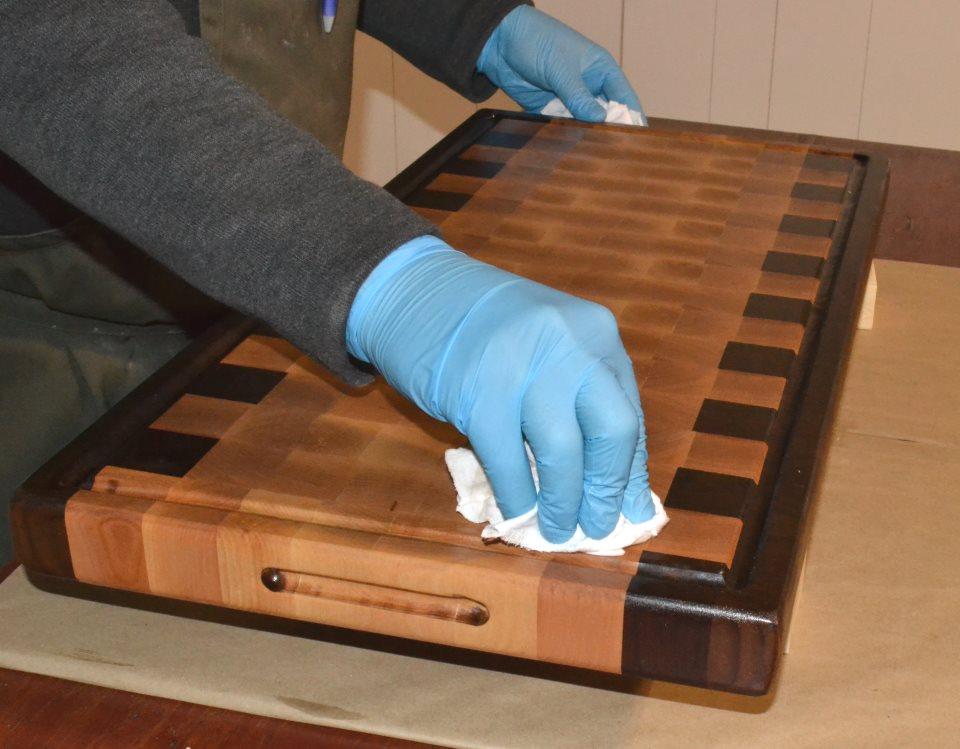 Finition et entretien d'une planche à découper, d'un bloc de ...