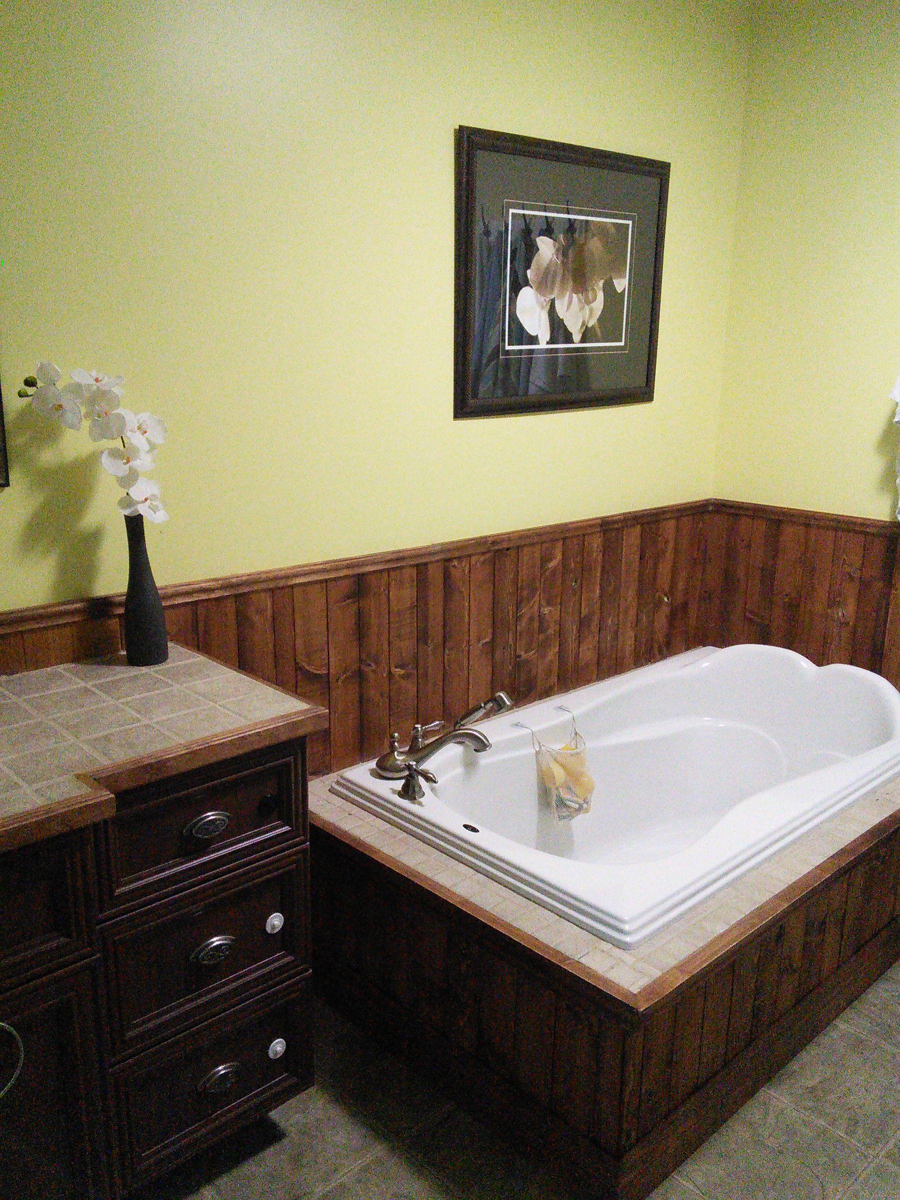 huile sur lambris de pin. Black Bedroom Furniture Sets. Home Design Ideas