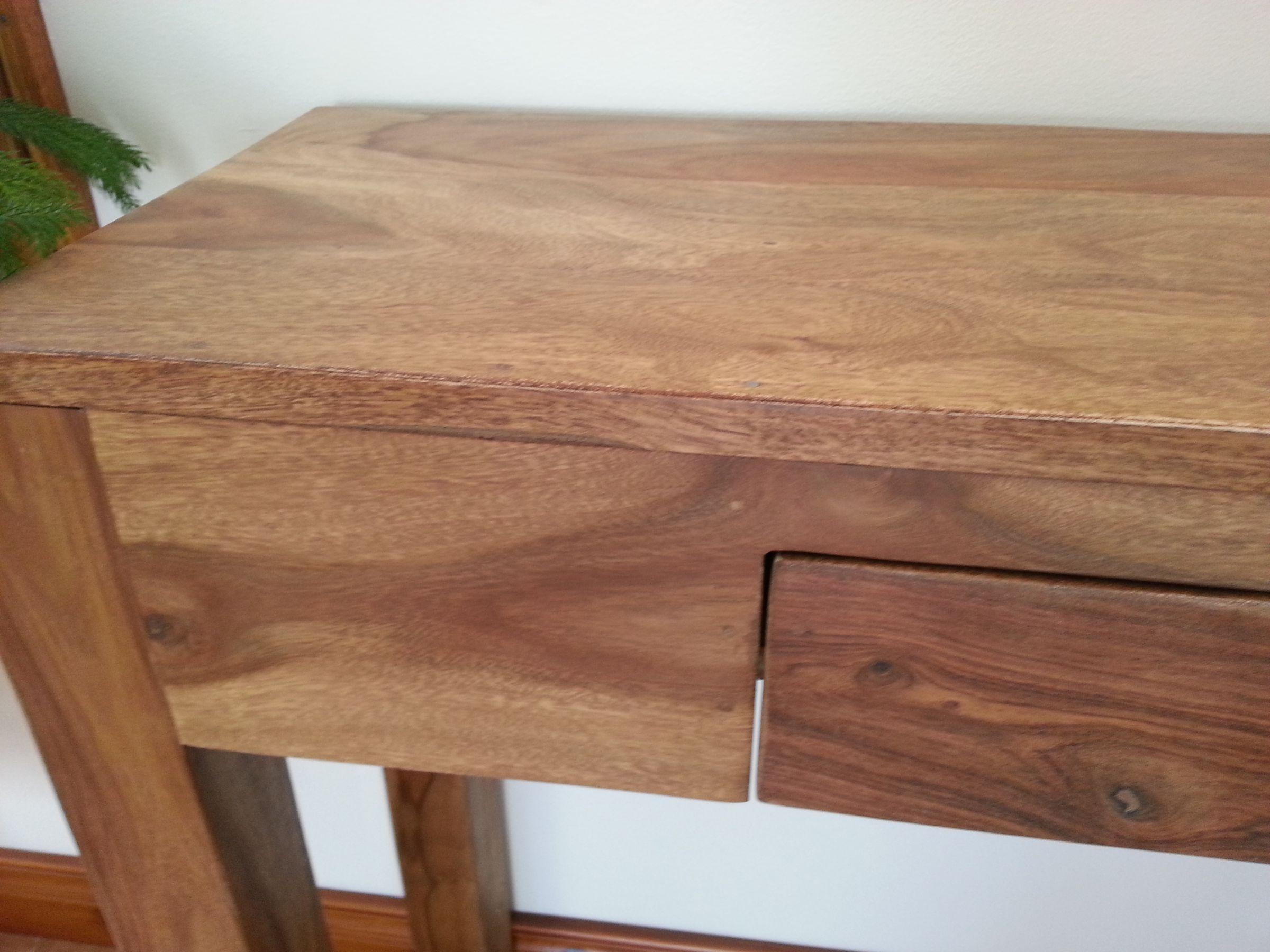 finition sur du bois de rose sheesham. Black Bedroom Furniture Sets. Home Design Ideas