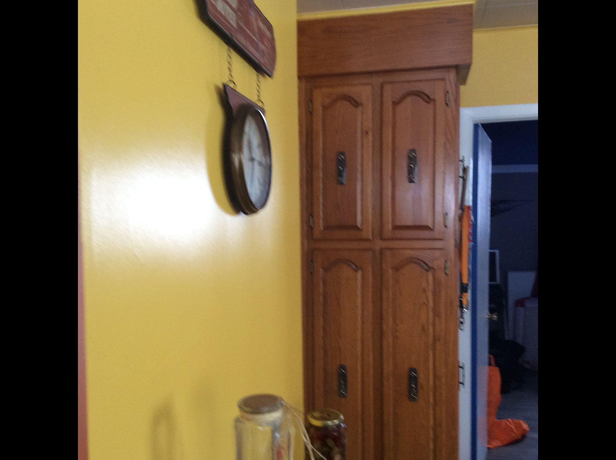 dcaper un meuble vernis peinture pour meubles de cuisine en bois verni carrelage sol faence. Black Bedroom Furniture Sets. Home Design Ideas