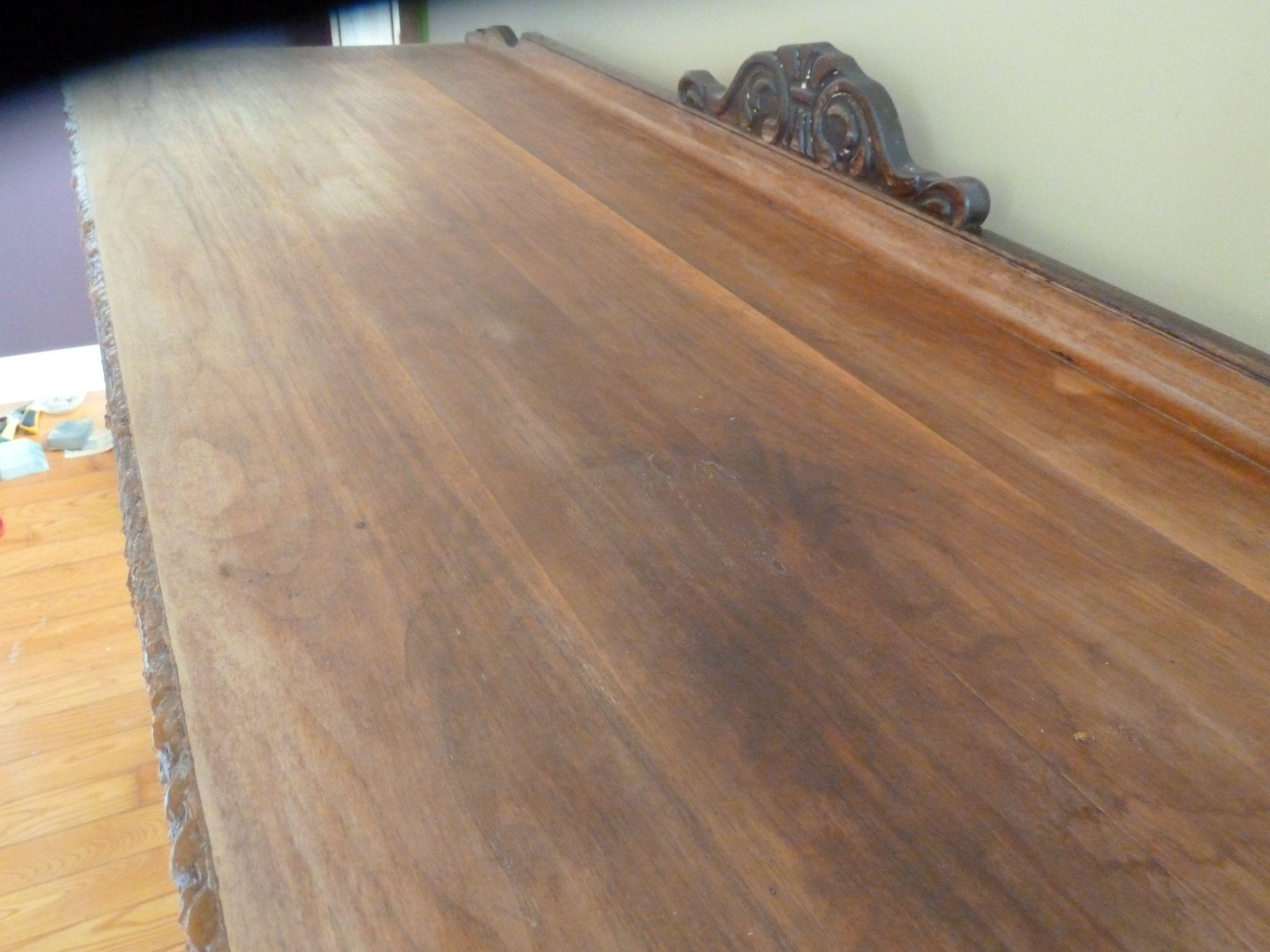 T che sur table en bois for Tache blanche sur bois fonce