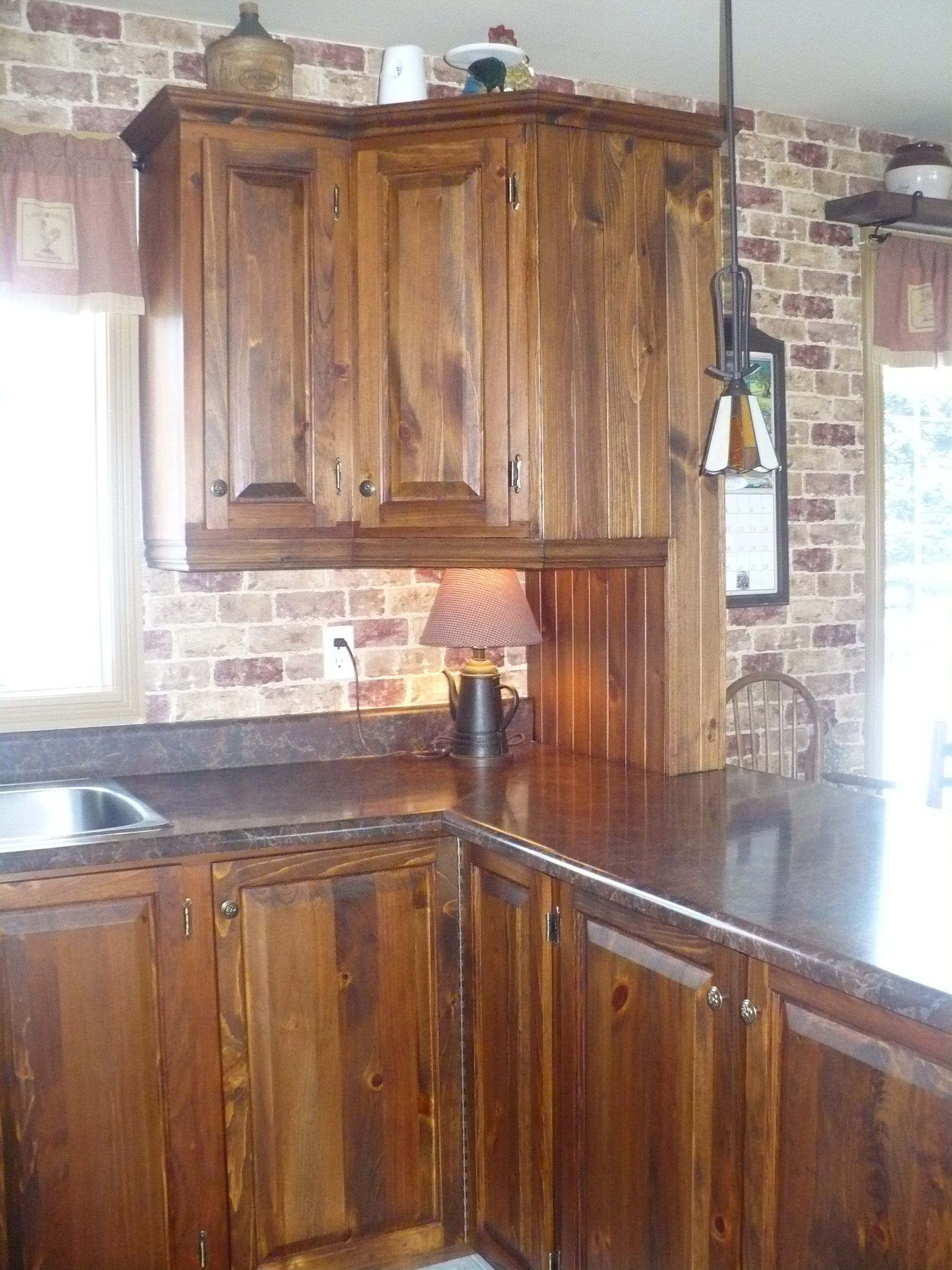armoire de cuisine en pin. Black Bedroom Furniture Sets. Home Design Ideas