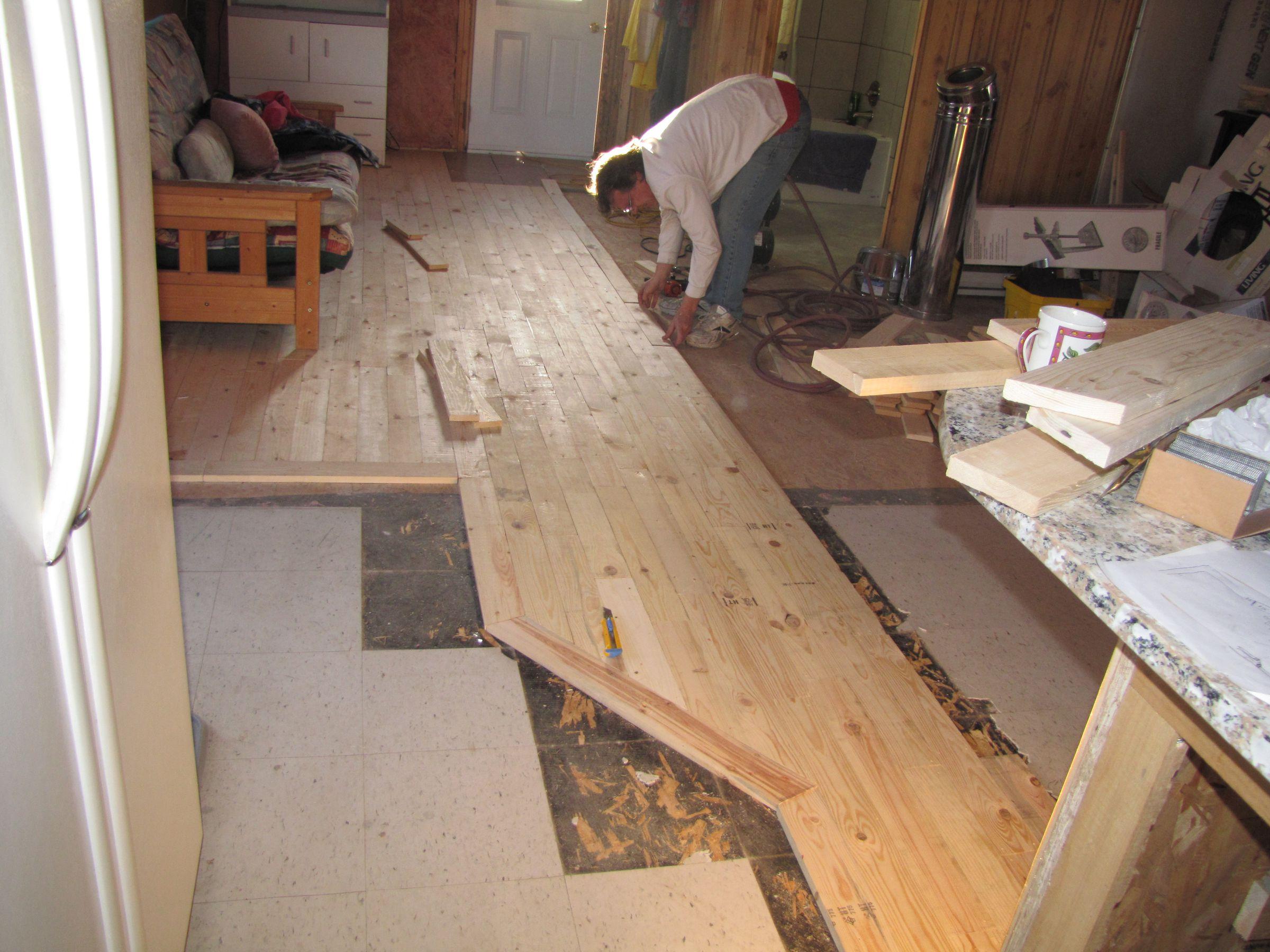 Plancher de palettes for Combien coute une palette en bois