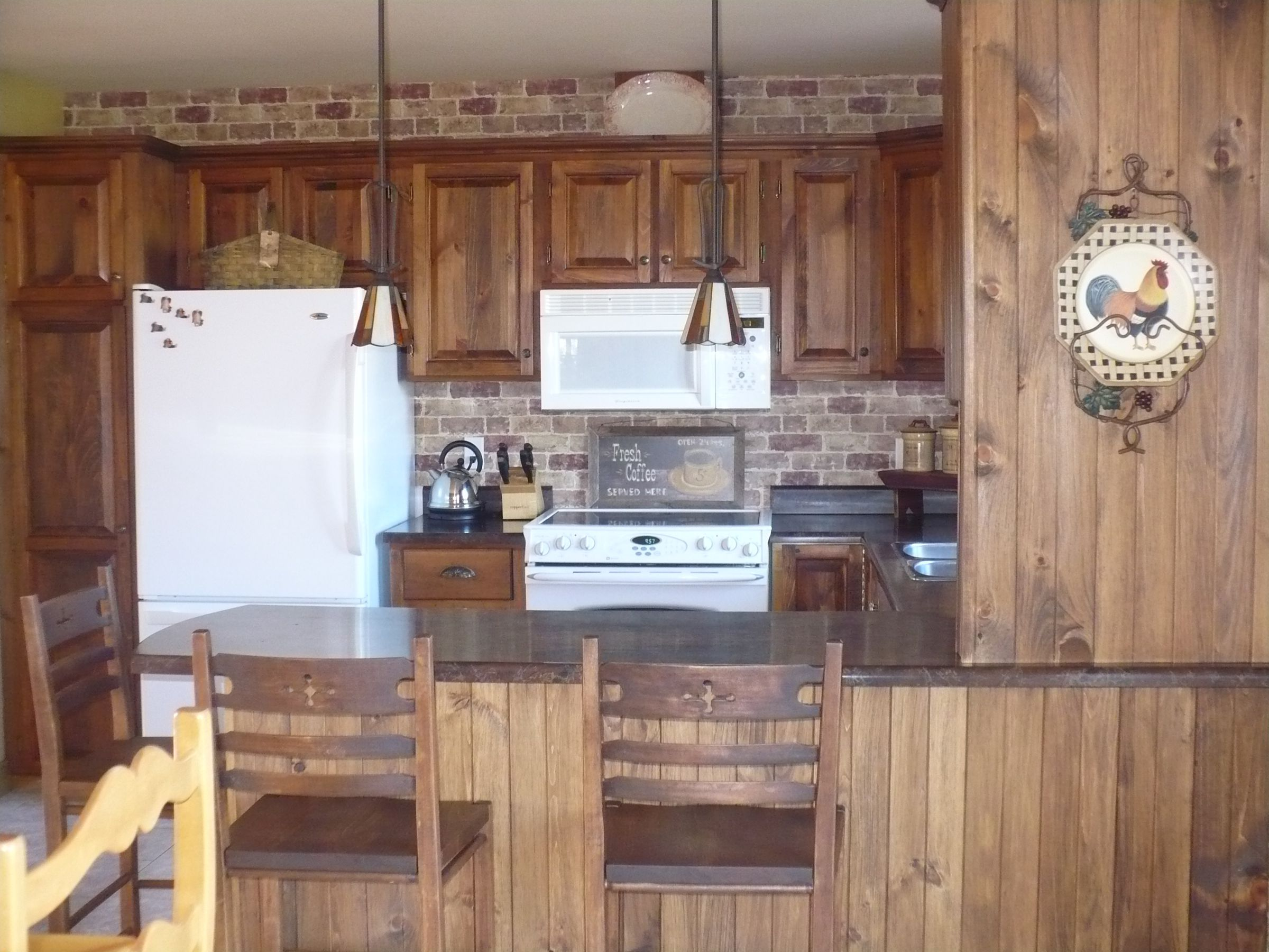 Armoire de cuisine en pin - Relooker armoire cuisine ...