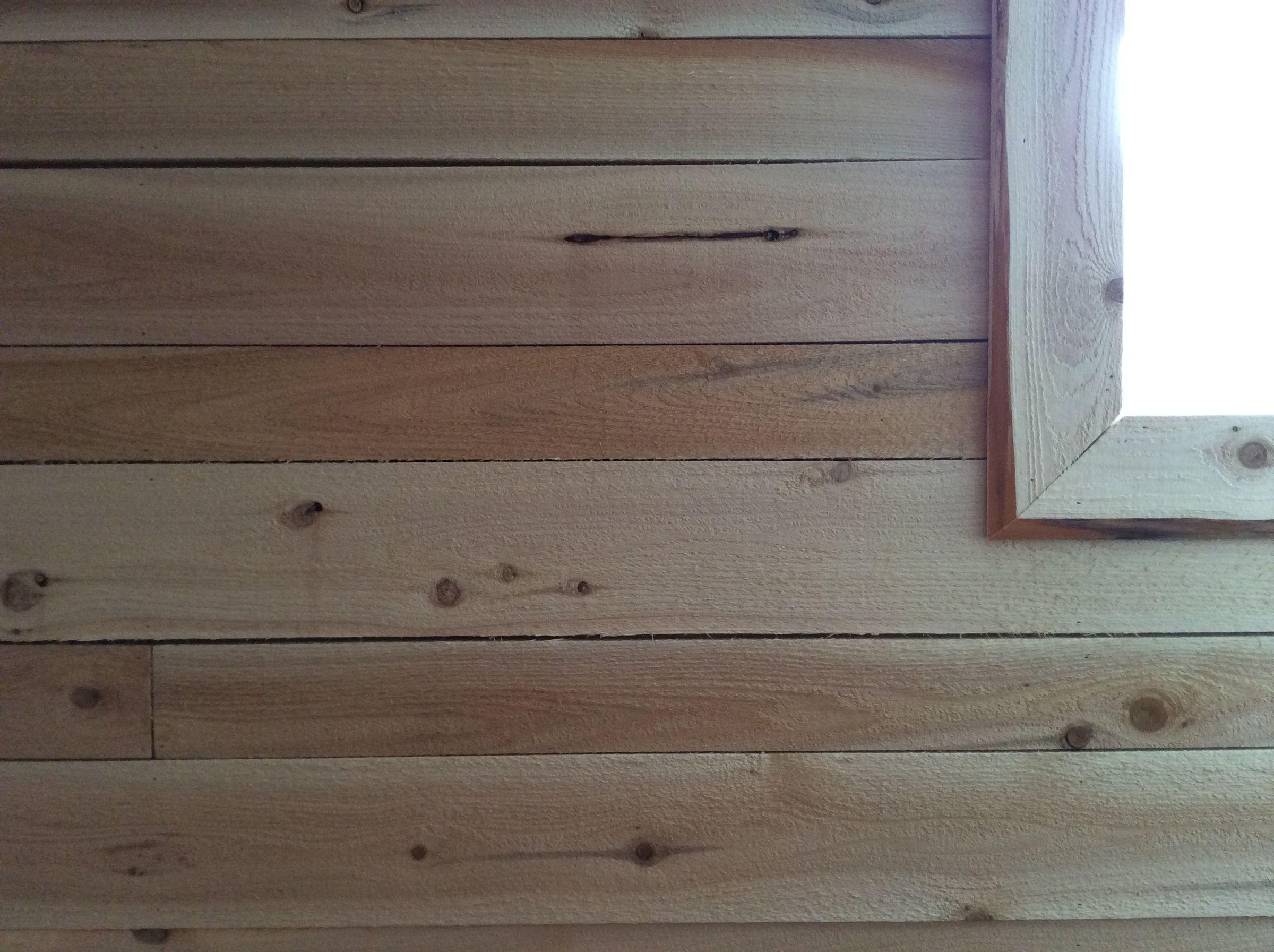 Mur Gris : Viellir le bois prématurément